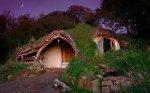 Семья из Уэльса поселилась в настоящей хоббитской норе