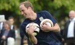 На лужайке Букингемского дворца состоялся первый в истории этой королевской резиденции футбольный матч