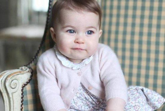 В Британии показали официальные фото принцессы Шарлотты