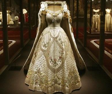 Гардероб Елизаветы II выставят на публичное обозрение