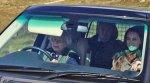 Британская королева Елизавета II в 90 лет вновь села за руль