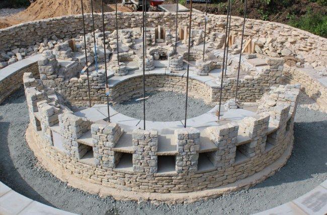 В Британии воссоздали древнюю гробницу для использования по прямому назначению