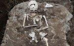 В Англии обнаружен древний скелет с камнем вместо языка