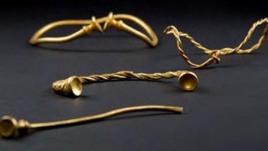 В Стаффордшире найдены самые древние в Англии золотые украшения Железного века