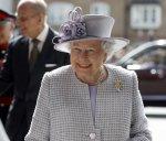 Королева Елизавета открыла новый центр по уходу за слонами