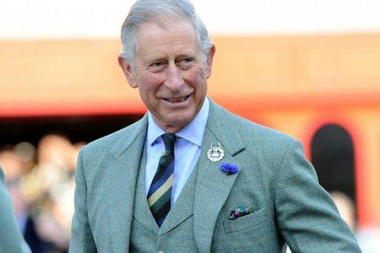 Королева Елизавета II понемногу передает свои полномочия принцу Чарльзу
