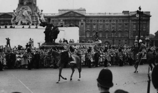 Королева Елизавета II выиграла на скачках более 8 миллионов долларов