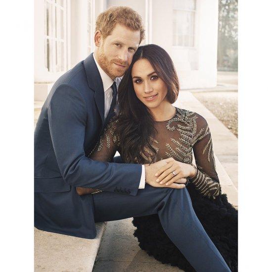 Принц Гарри и актриса Меган Маркл показали фото с помолвки
