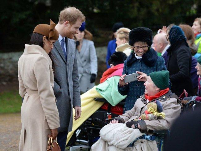 Королева Великобритании отметила Рождество с принцем Гарри и Меган Маркл