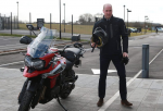 Принц Уильям заехал на завод Triumph и протестировал мотоцикл Tiger 1200