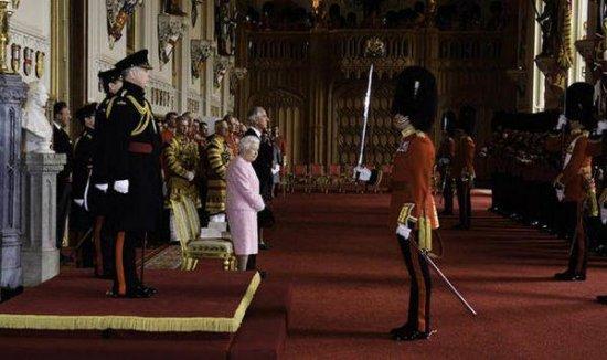 Принц Филипп очень болен: супруг Елизаветы II не смог лично передать свой чин сыну
